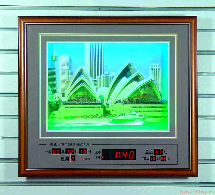 型号:D2815B 规格:615X550X55mm 公历数据储存:50年 LED驱动方式 :动态 电压 :220V20% 频率 :50~60Hz 功率 :3W 时间格式 :12/24小时制 温度 :-7~+48 定闹个数 :4 整点闹个数 :1 整点闹时间 :6:00~21:00 公历年、月LED :0.5寸 红色 公历日LED :0.5寸 红色 时间LED :1寸 红色 农历LED :0.